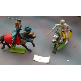 2 Britains  Fighting Figures Knights (E)1971