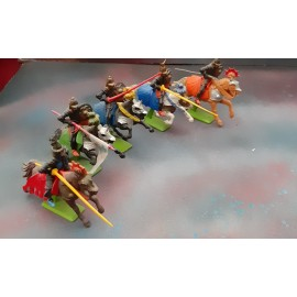 5 Britains Fighting Figures on Horses 1971 (F)