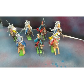 7 Britains Fighting Figures on Horses 1971(G)