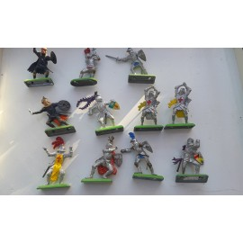 11 Britains  Fighting Figures Knights 1971