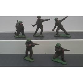 5  VINTAGE Britains Plastic Soldiers Toy no(K)