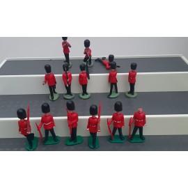 VINTAGE Job Lot OF  15 Figures ( Toy no F)